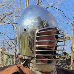 Alaxandair wearing his shiny helmet.
